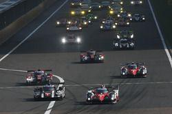 Start: #5 Toyota Racing, Toyota TS050 Hybrid: Anthony Davidson, Sébastien Buemi, Kazuki Nakajima