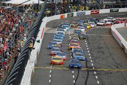 Start: Martin Truex Jr., Furniture Row Racing Toyota vooraan