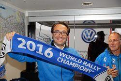 Sven Smeets, Volkswagen Motorsport Director celebrate