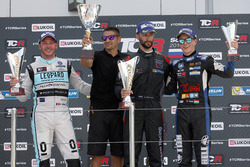 Podio: gandor de la carrera Mikhail Grachev, West Coast Racing, Honda Civic TCR; segundo lugar Jean-