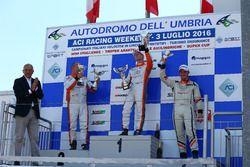 Gara 1 podio TCS: Andrea Bassi, Seat Leon-TCS 2.0, Kevin Giacon, Alfa Romeo Mito-TCS 1.4, Giampiero