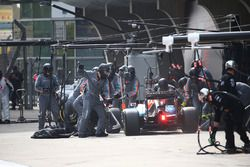 Arrêt aux stands pour Pascal Wehrlein, Manor Racing MRT05