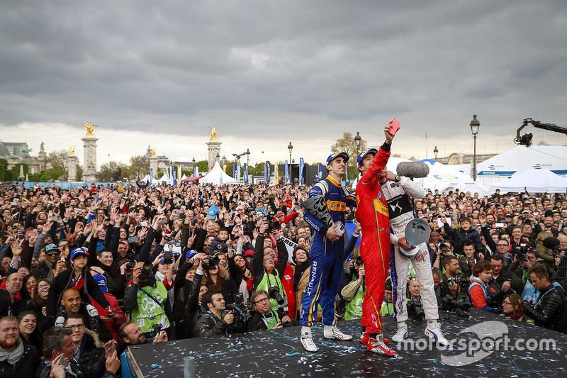 Podium: Selfie der Sieger, 1. Lucas di Grassi, ABT Schaeffler Audi Sport; 2. Jean-Eric Vergne, DS Vi