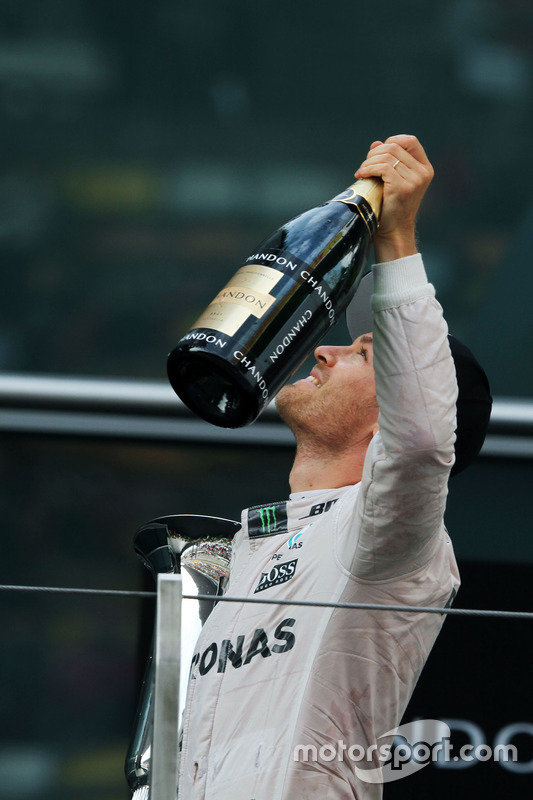 Podium: winner Nico Rosberg, Mercedes AMG F1 Team