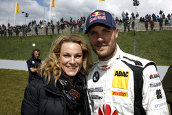 #20 Schubert Motorsport, BMW M6 GT3: Martin Tomczyk with his wife Christian Surer