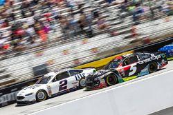 Brad Keselowski, Team Penske Ford, Kasey Kahne, Hendrick Motorsports Chevrolet