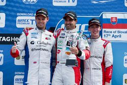 Yokohama trophy: second place Tom Chilton, Sébastien Loeb Racing, Citroën C-Elysée WTCC; Winner Mehd