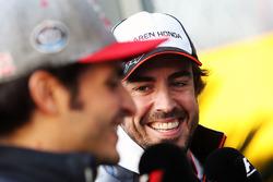 Fernando Alonso, McLaren und Carlos Sainz Jr., Scuderia Toro Rosso