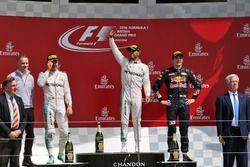 Le podium (de g. à d.) : Nico Rosberg, Mercedes AMG F1, 2e, Lewis Hamilton, Mercedes AMG F1, vainqueur, Max Verstappen, Red Bull Racing, 3e