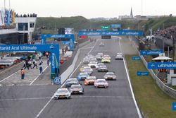 Start zum Rennen, Robert Wickens, Mercedes-AMG Team HWA, Mercedes-AMG C63 DTM führt