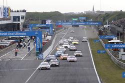 Start action, Robert Wickens, Mercedes-AMG Team HWA, Mercedes-AMG C63 DTM leads