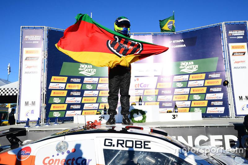 Gabriel Robe comemora