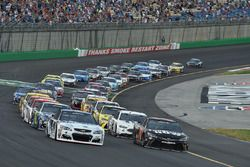 Kevin Harvick, Stewart-Haas Racing Chevrolet, Martin Truex Jr., Furniture Row Racing Toyota are on t