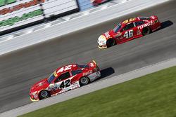 Kyle Larson, Chip Ganassi Racing Chevrolet, Michael Annett, HScott Motorsports Chevrolet