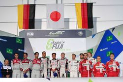 Podio LMP1: i vincitori della gara #6 Toyota Racing Toyota TS050 Hybrid: Stéphane Sarrazin, Mike Conway, Kamui Kobayashi, al secondo posto #8 Audi Sport Team Joest Audi R18: Lucas di Grassi, Loic Duval, Oliver Jarvis, al terzo posto #1 Porsche Team Porsche 919 Hybrid: Timo Bernhard, Mark Webber, Brendon Hartley, i vincitori privati #13 Rebellion Racing Rebellion R-One AER: Matheo Tuscher, Dominik Kraihamer, Alexandre Imperatori