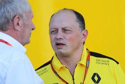 El Dr. Helmut Marko, Red Bull Motorsport Consultor con Frederic Vasseur, Renault Sport F1 Team Racin