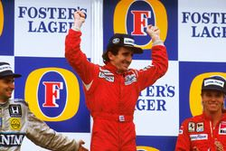 Podium: race winner Alain Prost, McLaren TAG Porsche, second place Nelson Piquet, Williams Honda, th
