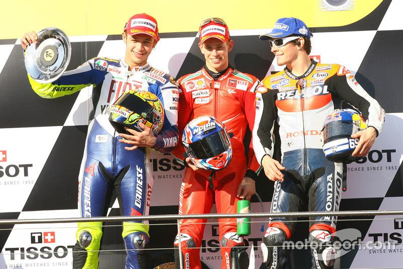 Podio: segundo lugar Valentino Rossi, Yamaha; ganador de la carrera Casey Stoner, Ducati; tercer lugar Nicky Hayden, Repsol Honda