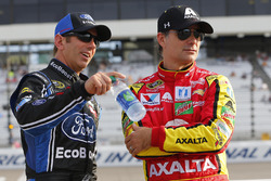 Greg Biffle, Roush Fenway Racing, Ford; Jeff Gordon, Hendrick Motorsports, Chevrolet