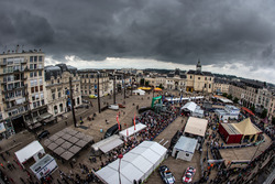 Overview of scrutineering at Place de la République