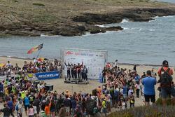 Podium: Winnaars Thierry Neuville, Nicolas Gilsoul, Hyundai i20 WRC, Hyundai Motorsport; Jari-Matti