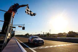 Zielflagge: Jamie Whincup, Triple Eight Race Engineering, Holden