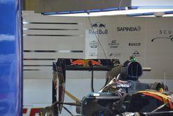 Scuderia Toro Rosso STR11 detaylar