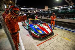 Пит-стоп экипажа Джанмария Бруни и Джеймс Каладо, Алессандро Пьер Гвиди, #51 AF Corse Ferrari 488 GT
