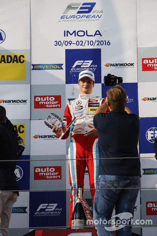 Rookie Podium: Ralf Aron, Prema Powerteam Dallara F312 – Mercedes-Benz