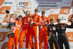 Podium na race 2: eerste plaats Simon Knap, Rob Severs, Racing Team Holland by Ekris Motorsport; twe