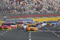 Start: Kevin Harvick, Stewart-Haas Racing Chevrolet, leads