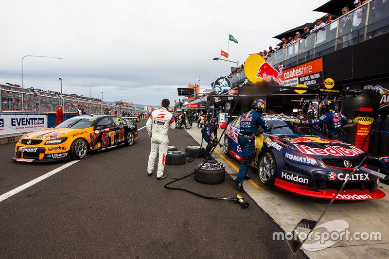 Shane van Gisberge, Alexander Premat, Triple Eight Race Engineering Holden and Will Davison, Jonathon Webb, Tekno Autosports Holden