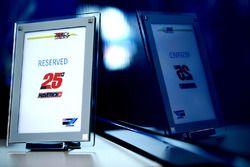 Табличка для Маверика Виньялеса, Team Suzuki MotoGP