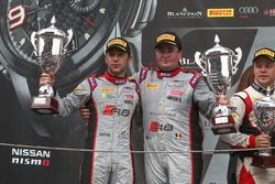 Podium: ganadores #33 Belgian Audi Club Team WRT Audi R8 LMS: Enzo Ide, Robin Frijns