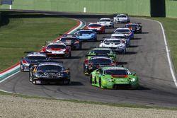 Partenza Gara 2: #16 Lamborghini Huracan S.GT3, Imperiale Racing: Bortolotti-Mul al comando