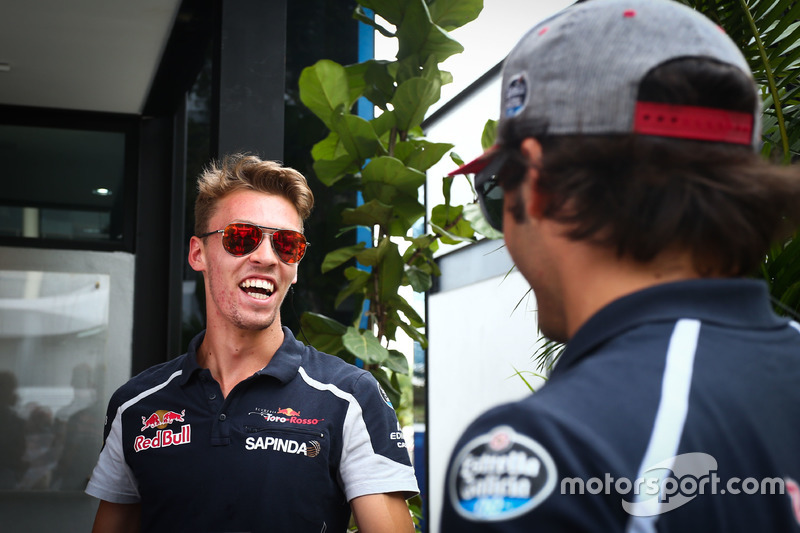 (L to R): Daniil Kvyat, Scuderia Toro Rosso with Carlos Sainz Jr., Scuderia Toro Rosso