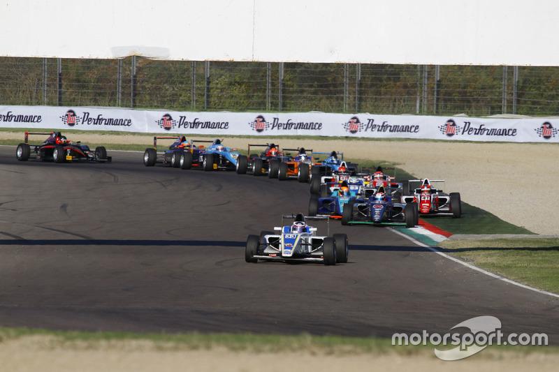Départ de la course 3 : Marino Sato, Vincenzo Sospiri Racing en tête