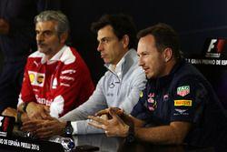 La Conferencia de prensa de la FIA, director del equipo Ferrari; Toto Wolff, Mercedes AMG F1 accioni