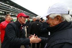 Scott Dixon, Chip Ganassi Racing Chevrolet congratulates Roger Penske