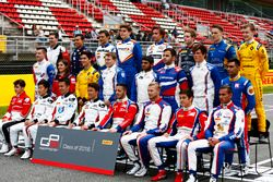 Pilotos posan para la foto de clase de GP3 series