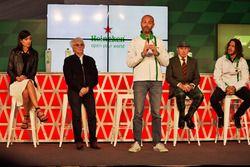 (Da Sx a Dx): Stephanie Sigman, attrice; Bernie Ecclestone; Gianluca di Tondo, Heineken Global Head of Brand; Jackie Stewart; e Carles Puyol, ex calciatore, all'annuncio della sponsorizzazione Heineken