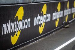 Motorsport.com banners en la pista