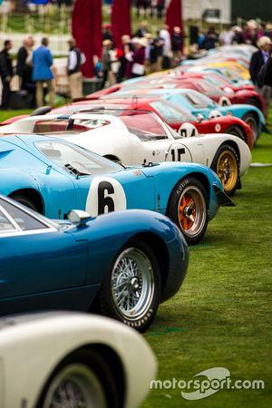 Una fila de Ford GT40