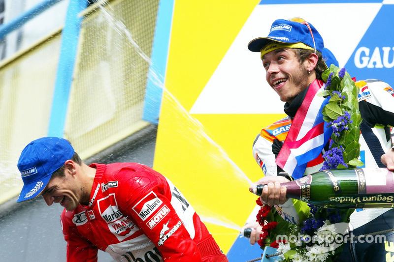2002, primera victoria de Rossi en Assen en MotoGP, por delante de Barros y Carlos Checa