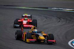 Antonio Giovinazzi, PREMA Racing devant Jimmy Eriksson, Arden International