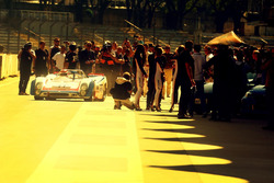 Nelson Piquet dirige Porsche 908 em Interlagos