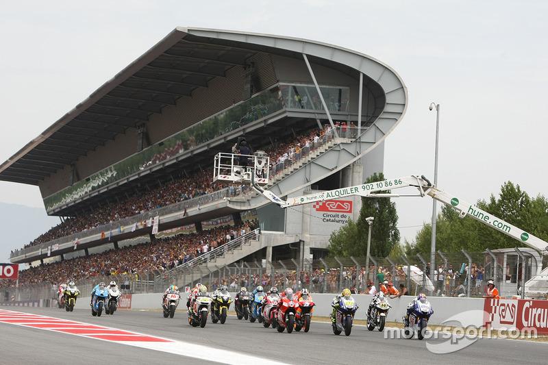 Start: Jorge Lorenzo, Yamaha Factory Racing memimpin