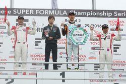 Podium: winner Hiroaki Ishiura, Cerumo Inging, second place Koudai Tsukakoshi, Real Racing, third place Takuya Izawa, Real Racing