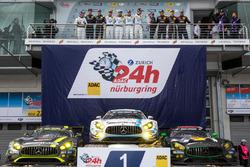 Podium: winnaars #4 AMG-Team Black Falcon, Mercedes-AMG GT3: Bernd Schneider, Maro Engel, Adam Chri
