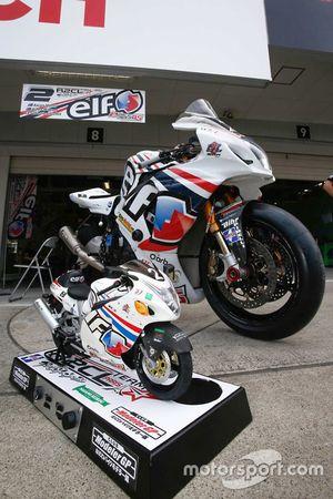 #2 Team R2CL, moto in miniatura